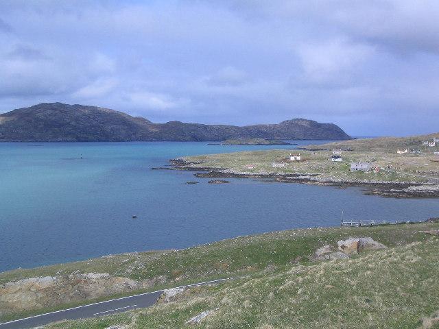 """""""North Eriskay - geograph.org.uk - 119697"""" von Fin'n'Liz.  Hier wurde die SS Poiltician angespült. Lizenziert unter CC BY-SA 2.0 über Wikimedia Commons."""