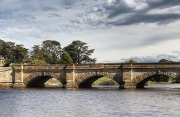 """Ross Bridge"" by JJ Harrison (jjharrison89@facebook.com) - Own work. Licensed under CC BY-SA 3.0 via Wikimedia Commons."