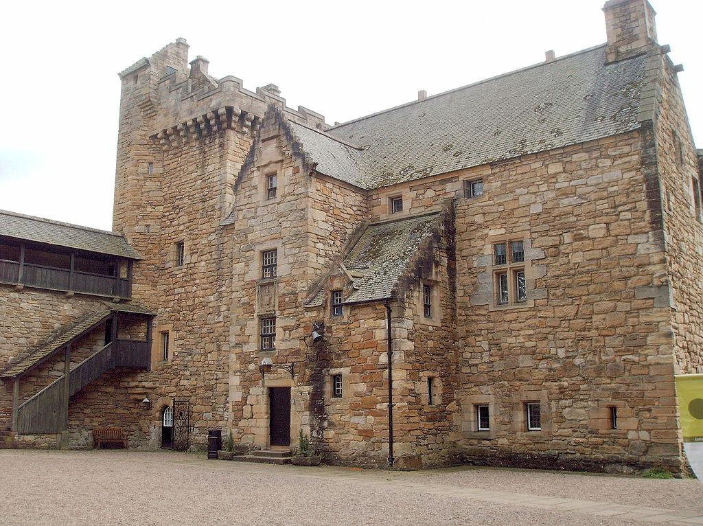 Dean Castle in Kilmarnock, Lowlands - Foto von Fraser Sutherland, GNU-Lizenz