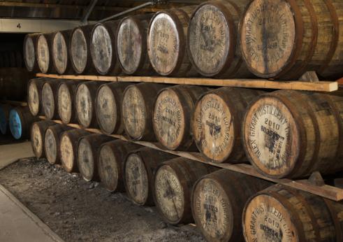 Glen Grant HRH visit Opening Bottle Hall Destillerie Whiskyfaesser