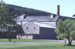 Die bereits zerstörte Imperial Destillerie, Foto von Anne Burgess, CC-Lizenz